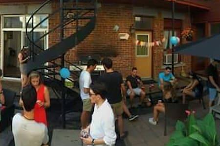 Chambre Berri UQAM village - Montréal - Apartment