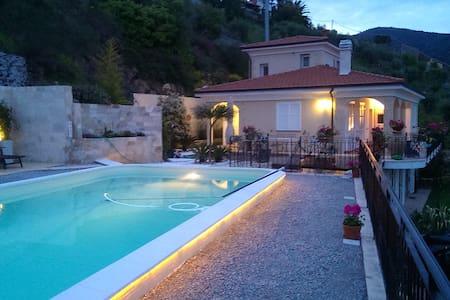 Villa mit Pool und Meeresblick - Fascia Piana