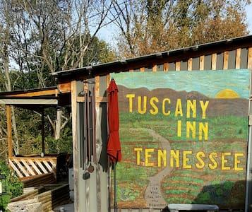 Tuscany Inn TN/Grande-Piazza House - Hickman - Bed & Breakfast