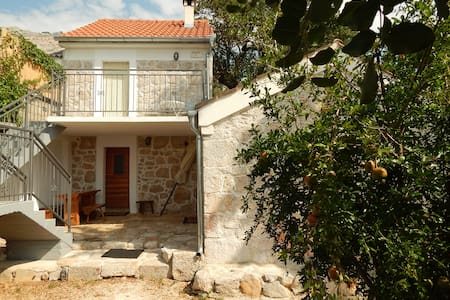 Stone house in the traditional style - Starigrad - Maison