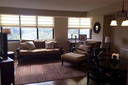 Luxury and Cozy Home away from Home - Selveierleilighet
