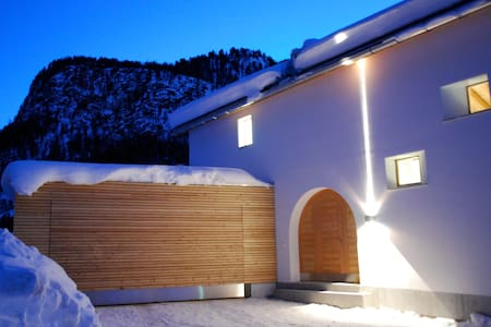 Beautiful family home in Pontresina - Pontresina - Villa
