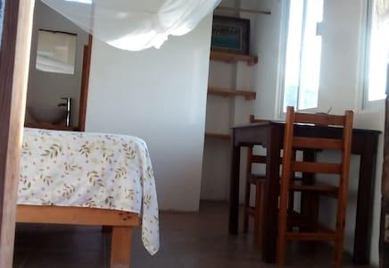 Room 2 w/Bath Cafe Maya - Casa Acalli - Hus