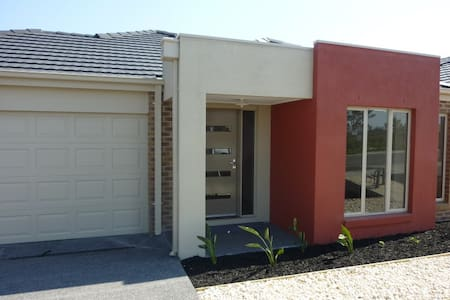 epping brand new house - Talo
