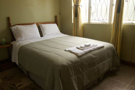 Shalom House B&B - Room 7 - Bed & Breakfast