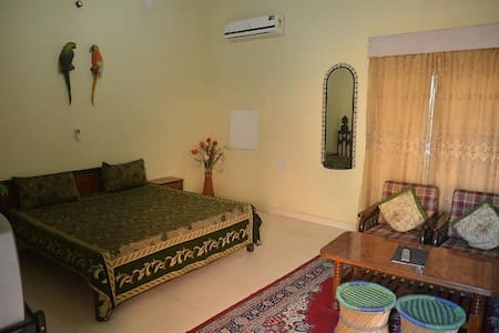 Homely Comfort Deluxe Room In Ajmer - Ajmer - Casa