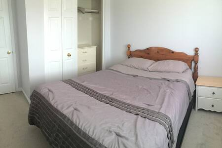 Fabulous room in West Kitchener - Kitchener - House