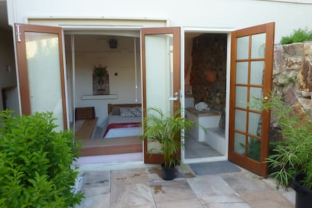 Secret Garden- With spa $85p/n - Apartamento