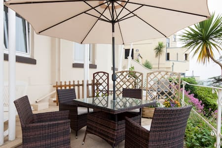 Torquay flat - large terrace overlooking Torbay. - Apartment