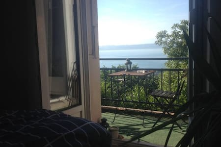 Joli appartement proche de la gare, vue sur le lac - Apartamento