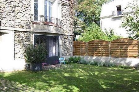 Furnished flat with garden - very quiet - Saint-Cloud - Departamento