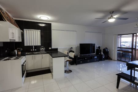 Modern 2 bedroom house/apartment on the Tweed. - Apartament