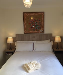 City center w/parking quiet area(also twin room) - Galway - House