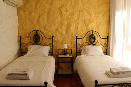 FAMILY VILLA IN GUINCHO -  THE TWIN ROOM - Alcabideche