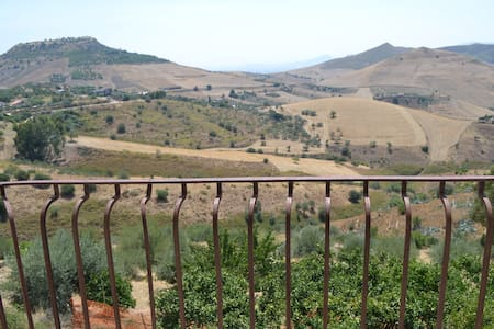 Casetta in campagna con splendido panorama - Regalbuto