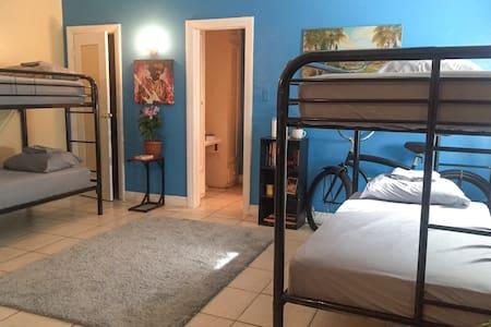 Very Comfortable Studio (BunkBed#1) - Los Angeles - Apartment