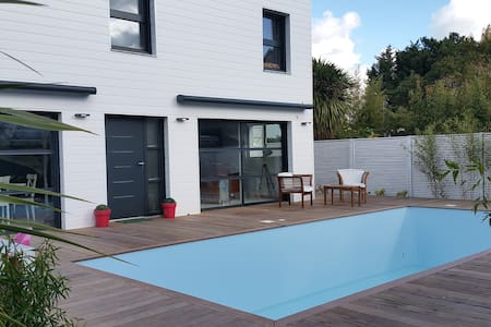apartments houses villas with a pool in vannes airbnb. Black Bedroom Furniture Sets. Home Design Ideas