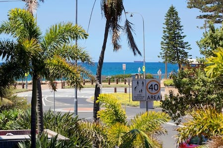 Beach Hideaway - Enjoy the sound of the waves - Dee Why