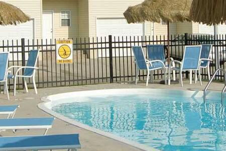 2 Bd 2 Ba on a Resort Property - Ház