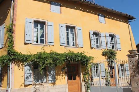 Maison de village en bord d'Aveyron - Haus