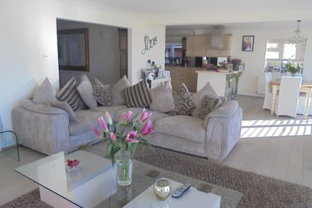 BEAUTIFUL DETACHED CLIFF TOP HOUSE - Peacehaven - House