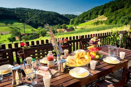 Stunning views, unspoilt valley - Ház