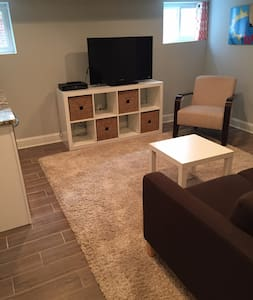 Contemporary 1-BR Apt., Private Entrance, Kitchen - Washington