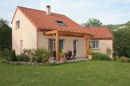 Maison avec grand jardin, dans un quartier calme. - Millau - Villa