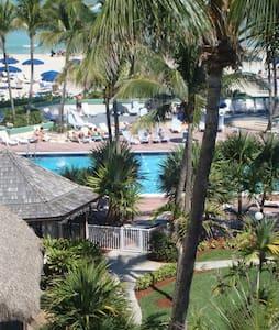 Sunny Isles Efficiency on the beach - Sunny Isles Beach - Apartment