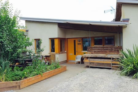 Unique & beautiful Eco-Home: Peaceful yet Central! - Bristol - Hus