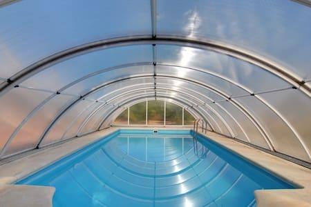 Villa con piscina - Villa