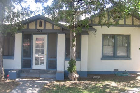 Bungalow in Vibrant Alameda Depot Historic Dist. - Las Cruces