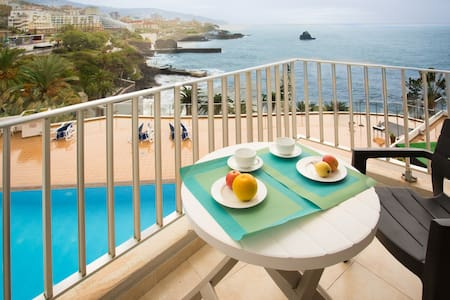Apartment Blue Mar - breathtaking view & pool - Flat