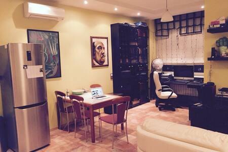 Bright studio in the green area - Moskva