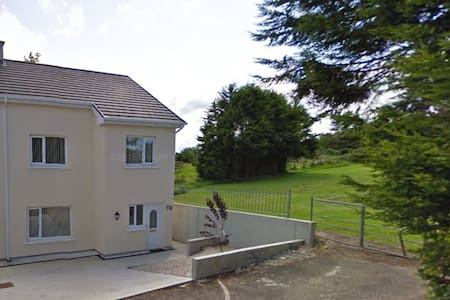 Short Walk (1.7km) from Letterkenny Town! - House