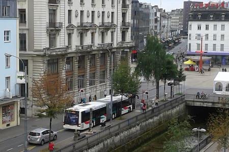 Grosses, helles und warmes Zimmer am Zentralplatz - Apartemen