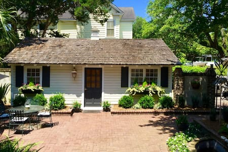 Historic Guest Cottage: Georgetown, SC - House