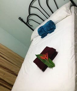 Rate Room only (RM2) share kitchen/living/bath - Casa
