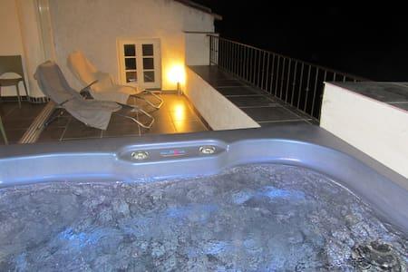 Maison de village, terrasse jacuzzi - Dům
