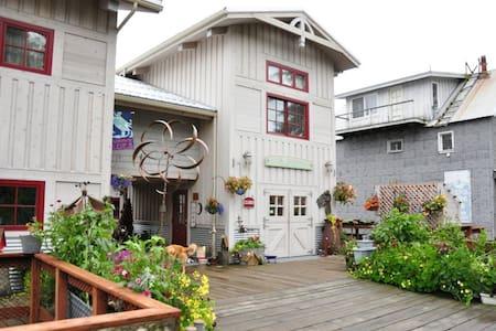 Waterfront Suite - Loft