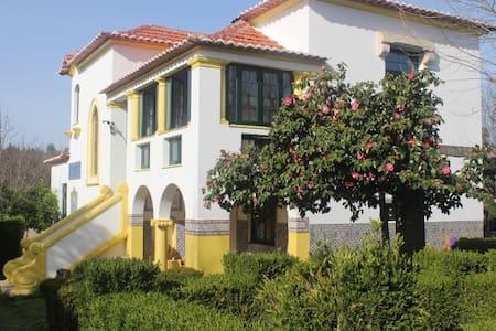 B&B Casa das Eiras, een pareltje in een mooie tuin - Bed & Breakfast
