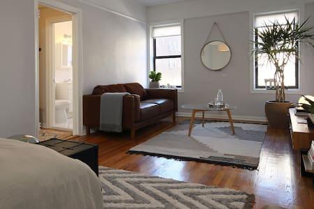 Big Bright Studio mins to Manhattan - Sunnyside  - Apartment