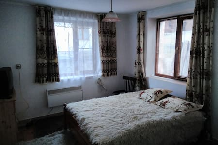 First floor bedroom - Bansko - Bed & Breakfast