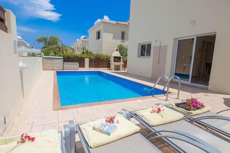 3 Bedroom Villa Near Pernera Beach - Villa