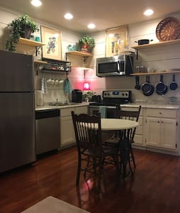 Luxury apt near downtown Pikeville & UPike - Appartement