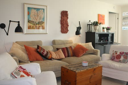 By the water and close to the city! - Apartamento