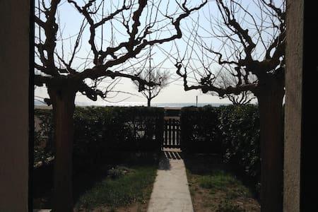 Maison front de mer, deux jardins - Rumah