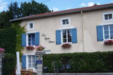Chambres d`hôtes Les Quatre Saisons - Passavant-la-Rochère - Bed & Breakfast