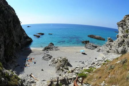 Paradise villa with private beach - Faro Capo Vaticano - Chalet