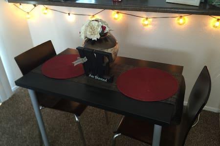 Quaint 1 Bedroom Apartment - Addison